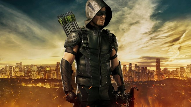 Arrow in Kampfmontur © Warner Bros