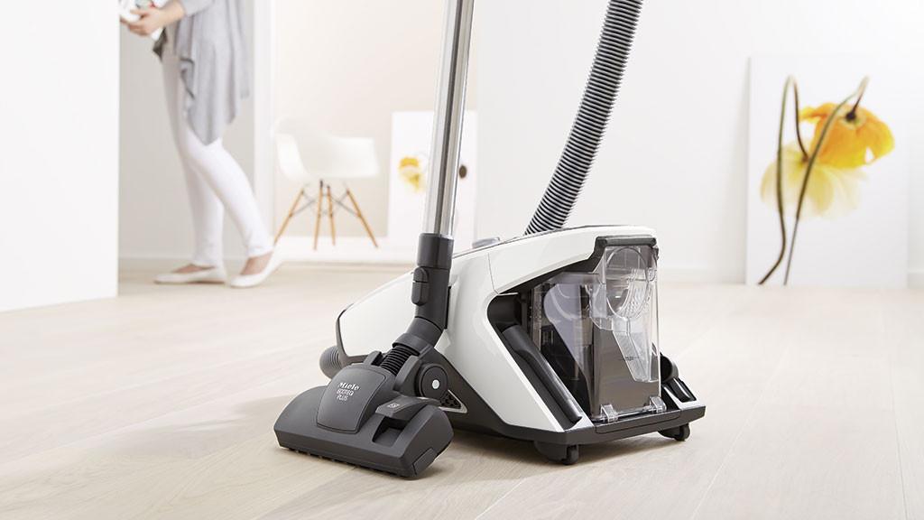 blizzard cx1 beutelloser staubsauger von miele computer bild. Black Bedroom Furniture Sets. Home Design Ideas