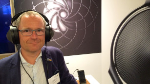 Neuer Edel-Kopfhörer Sony MDR-ZR1 Bei der ersten Hörprobe während der IFA in Berlin gefiel der Sony MDR-ZR1 mit enorm sauberer Wiedergabe. ©COMPUTER BILD