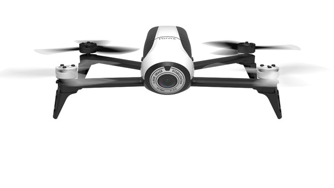 Parrot nimmt die Verfolgung auf Die Parrot Bebop2 gehört zu den günstigeren Drohne mit eingebauter HD-Kamera. ©Parrot