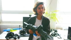 Frau mit Waffe in der Hand ©Janett Kartelmeyer/AVE/ZDF