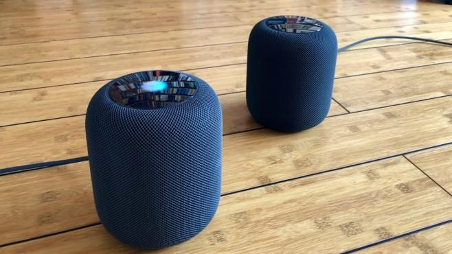 Apple HomePod im Stereo-Test: So gut klingt der Siri-Lautsprecher wirklich Zwei Apple HomePod lassen sich zum Stereo-Paar für raumfüllenden Klang koppeln.©COMPUTER BILD