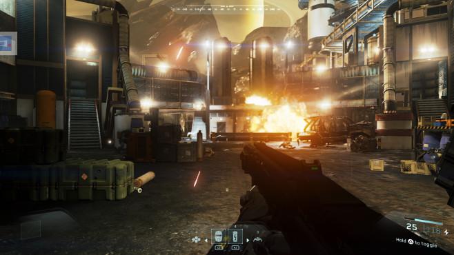 Call of Duty – Infinite Warfare: Der große Neubeginn Auf dem Saturnmond Titan zerstört Reyes eine SDF-Tankanlage, damit den Raumschiffen der Widersacher schneller der Sprit ausgeht. ©Activision