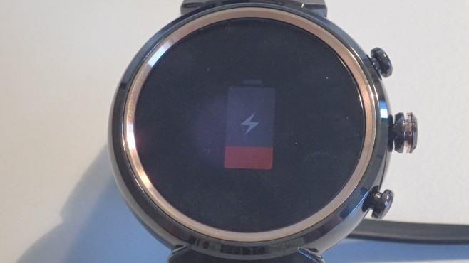 Asus Zenwatch 3: Laden © COMPUTER BILD