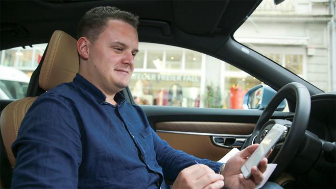 iPhone 7 im Auto ©COMPUTER BILD