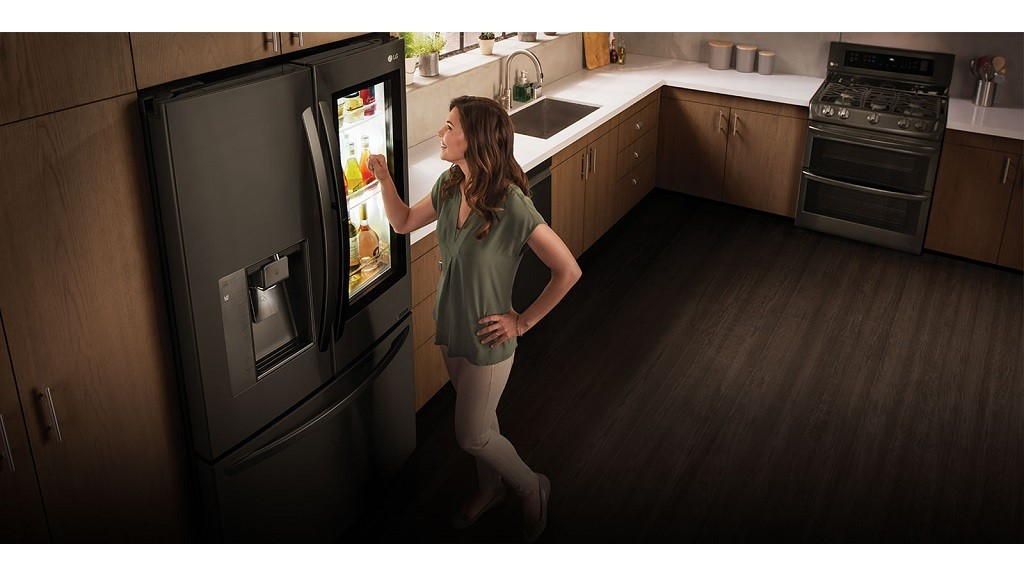 lg instaview refrigerator k hlschrank computer bild. Black Bedroom Furniture Sets. Home Design Ideas