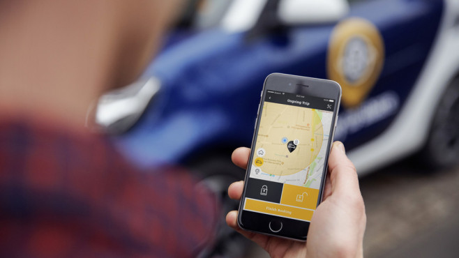 Handy mit Ready-to-share-App von Smart © Daimler/Smart