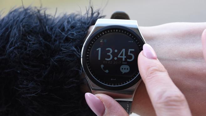 Muss eine günstige Smartwatch schlecht sein? Nicht zwingend, wie der Praxis-Test zeigt. ©COMPUTER BILD