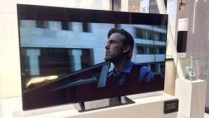 Panasonic EZW954: Noch ein schlanker OLED-Fernseher Mit dem EZW954 bietet Panasonic endlich einen - etwas - g�nstigeren OLED Fernseher an. ©COMPUTER BILD