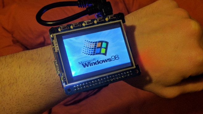 Smartwatch mit Windows 98 ©314reactor