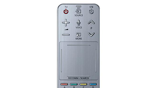 Schnüffelnde Samsung Fernseher: So finden Sie heraus, ob Ihr Smart-TV Sie belauscht Bei den älteren Samsung-Fernsehern hatte nur die Zweit-Fernbedienung ein Mikrofon. Man kommt auch gut alleine mit der Hauptfernbedienung ohne Mikrofon aus. ©Samsung