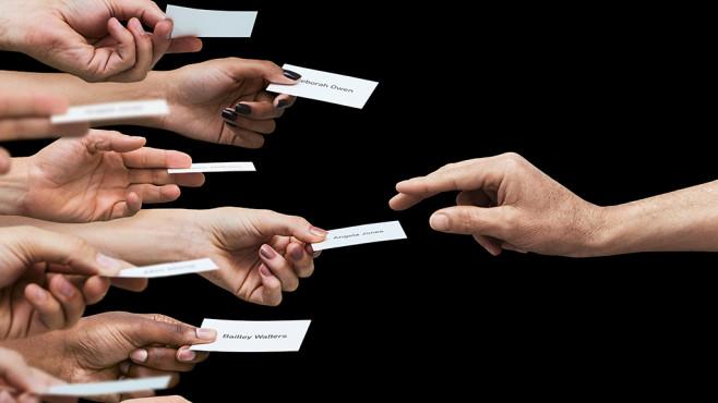 Einen guten Eindruck machen: So erstellen und gestalten Sie ihre Visitenkarte optimal! Altbackene Visitenkarten sind ein NoGo! Wir verraten Ihnen auf was Sie beim Erstellen Ihrer Visitenkarten achten müssen! ©GettyImages