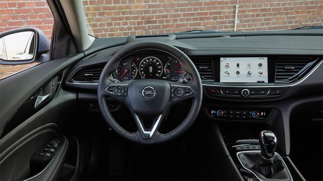Opel Insignia mit IntelliLink und OnStar im Check: Angriff auf Premium-Hersteller Voll vernetzt: Der Opel Insignia im ersten Check. ©COMPUTER BILD