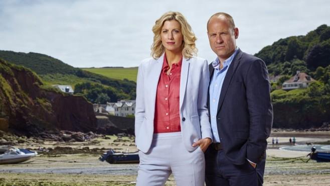 Kennedy und Higgins vor Landschaft ©Mike Hogan/ZDF