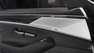So klingt die Zukunft Hinter der Blende in der Türverkleidung stecken über die gesamte Breite verteilt sieben Lautsprecher. ©COMPUTER BILD