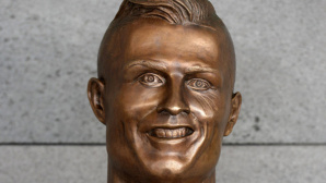 Ronaldo-Büste ©dpa Bildfunk