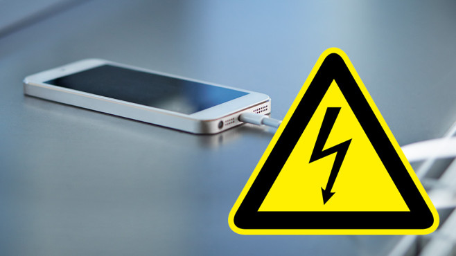 Stromschlag vom iPhone-Ladekabel ©klesign - Fotolia.com, Klaus Vedfelt/gettyimages
