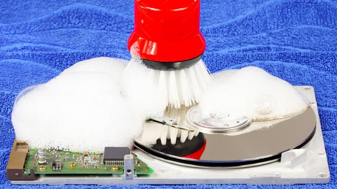 Dateien nur mit Schredder sicher löschbar ©Fotolia--fotoknips-Festplatte reinigen