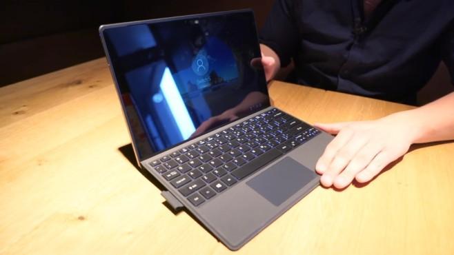Acer Switch 3 und 5 im First Look: Was können die Surface-Konkurrenten? Scharf und hell, aber durch Hochglanz-Display ein Spiegel: der QHD-Bildschirm des Switch 5. ©COMPUTER BILD