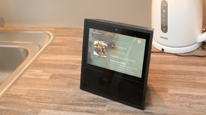 amazon echo show das kann die neue alexa box bilder. Black Bedroom Furniture Sets. Home Design Ideas