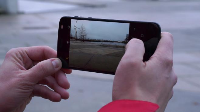 Motorola Z2 Force: Smartphone ©COMPUTER BILD