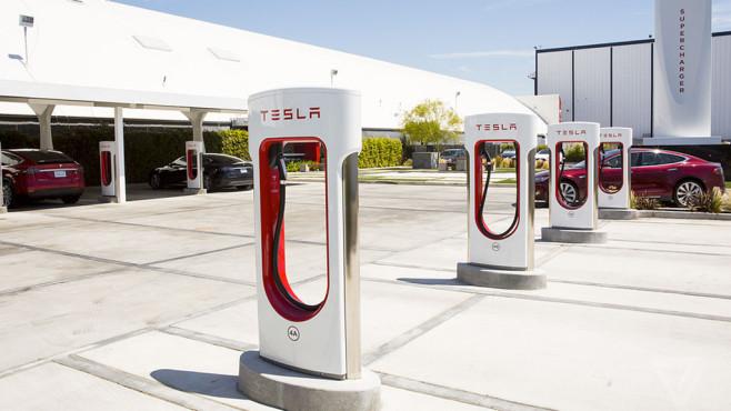 Tesla: Supercharger ©Tesla