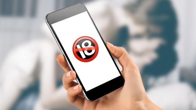 """Das Emoji für """"unter 18"""" weist auf unzüchtige Inhalte hin ©©istock.com/MilosStankovic, Apple, mayatnik - Fotolia.com"""
