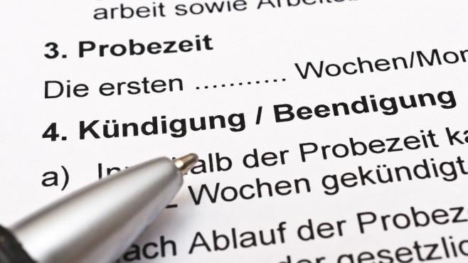 Arbeitsvertrag kündigen: Was Sie bei der Eigenkündigung beachten sollten Bei der Kündigung eines Arbeitsvertrags gelten für Arbeitgeber und Arbeitnehmer eventuell unterschiedliche Fristen. ©Stockfotos-MG - Fotolia.com