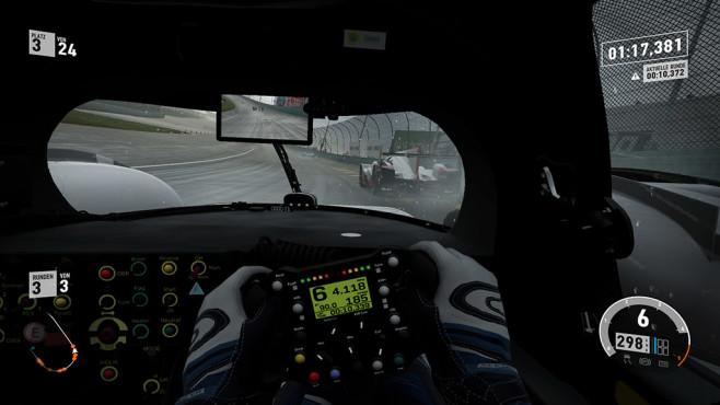 """Forza 7 im Test: Im Rennspiel-Himmel? Der neue dynamische Wetterwechsel sorgt dafür, dass ein Rennen in """"Forza Motorsport 7"""" bei anfangs noch schönstem Wetter schnell zu einer wilden Wasserschlacht gerät. ©Microsoft Studios"""