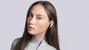 B&O BeoPlay E4 © Bang & Olufsen