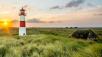 Leuchtturm mit Wiese ©Benno Holf – Fotolia.com