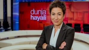 Dunja Hayali mit Logo ©Svea Pietschmann/ZDF