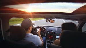 Autoinnenraum mit Blick durch die Frontscheibe ©pexels