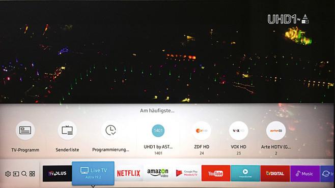 QLED-Fernseher im Test: Samsung Q9F mit Quantum Dots Ein Druck auf die Home-Taste der Fernbedienung blendet die sehr einfach individualisierbare Menüleiste mit Lieblings-Apps und -TV-Kanälen ein. ©COMPUTER BILD