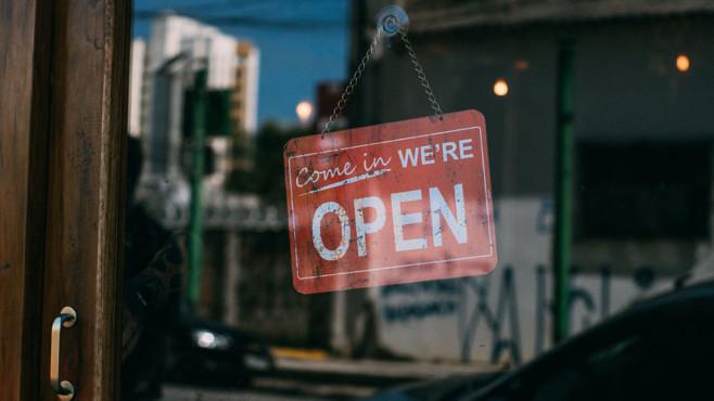Geöffnet-Schild erinnert an den Fidor-Bank-Vorfall ... ©Pexels