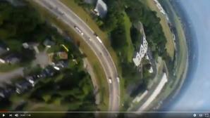 Handy stürzt aus Flugzeug ©Screenshot: https://www.youtube.com/watch?v=NqU1spidtiU