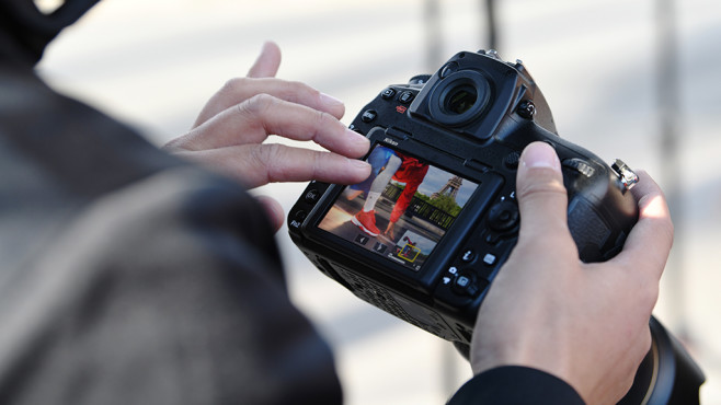 Nikon D850: Bedienung per Fingergesten ©Nikon