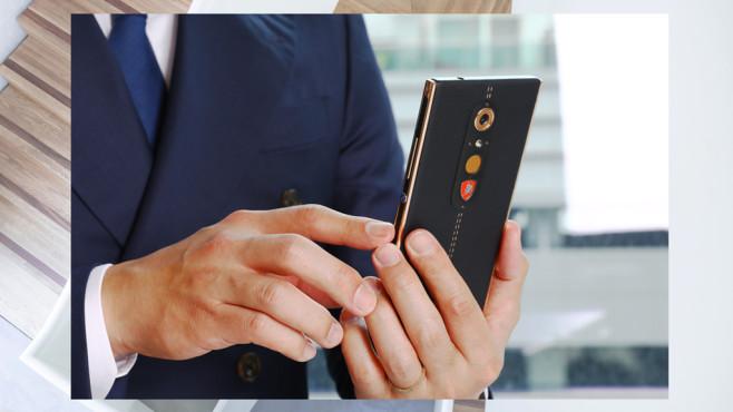 Alpha-One: Smartphone ©Tonino Lamborghini