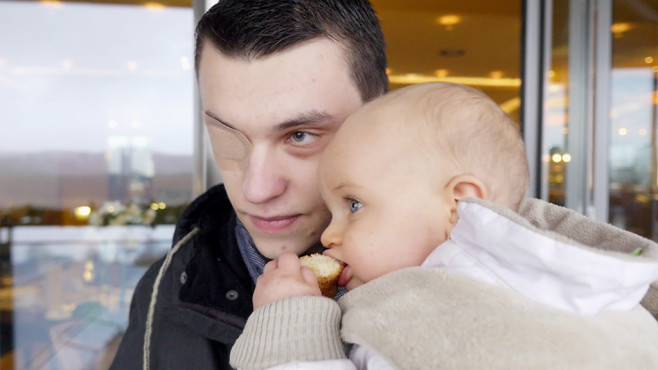 Moritz mit seiner kleinen Tochter. ©RTL-D-privat
