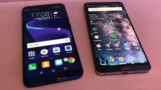 Honor View 10: Test, Preis, Release, Vorbestellen Fast gleiches Innenleben, doch außen gut zu unterscheiden: das Honor View 10 (links) und das Huawei Mate 10 Pro.©COMPUTER BILD