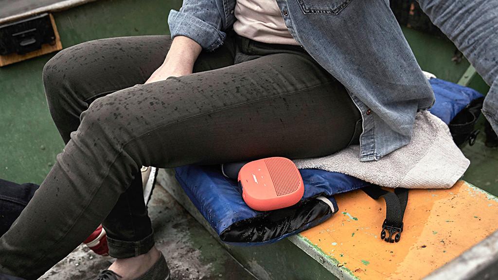 Bose schrumpft: Der neue Micro ist der bislang kleinste SoundLink-Lautsprecher Der Bose SoundLink Micro soll Wasser, Stürze, Dreck und anderem Unbill standhalten. ©Bose