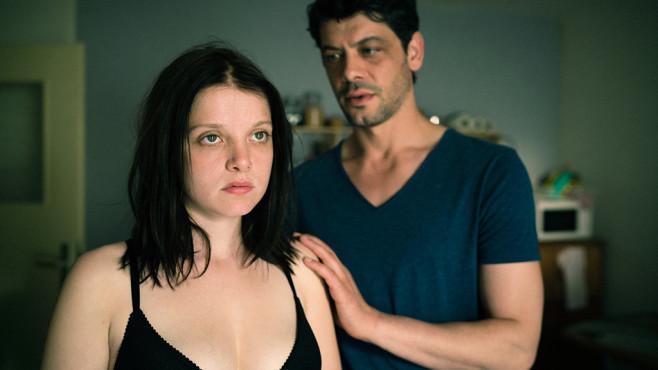 Antonia ist außer sich: Hat Sascha sie angelogen? ©WDR/Alexander Fischerkoesen