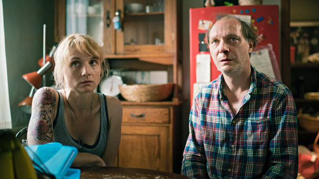 Antonias Eltern wissen nicht mehr, wie sie Antonia noch helfen sollen. ©WDR/Alexander Fischerkoesen