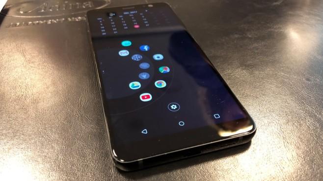 HTC U11 Plus im Praxis-Test: Flaggschiff mit transparentem Durchblick! Die vom U11 bekannte Quetsch-Funktion hat es auch in das Plus-Modell geschafft. Über die Einstellungen lässt sich zudem festlegen, welche Aktionen durch den Druck ausgeführt werden sollen. ©COMPUTER BILD