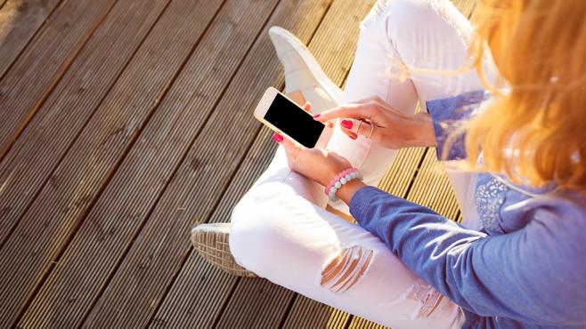 Mobiles Internet: Deutsche surfen sparsam©Kaspars Grinvalds – Fotolia.com