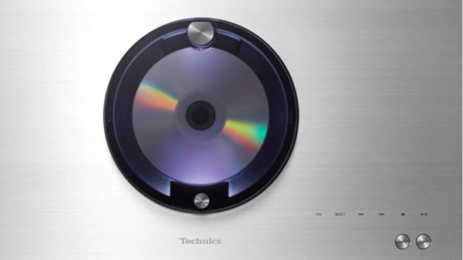 Technics C70: Test der Mini-Stereo-Anlage Das CD-Laufwerk der C70 ist von oben erreichbar.©Technics