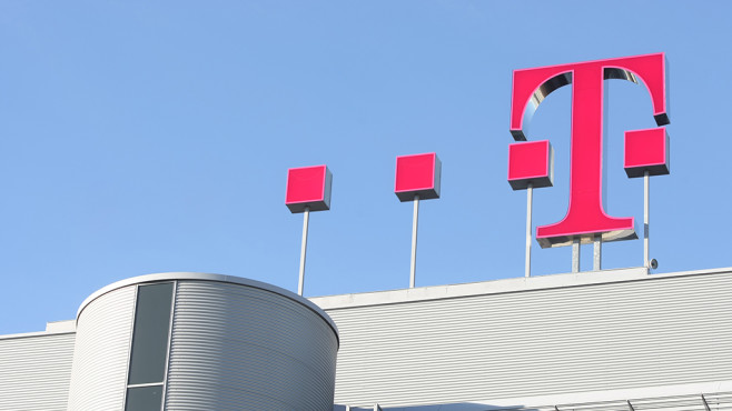 Elektroautos: Wer versorgt Fahrer zuerst mit Strom? Auch die Deutsche Telekom steigt in das Rennen um die Ladestationen für eAutos ein.©Telekom