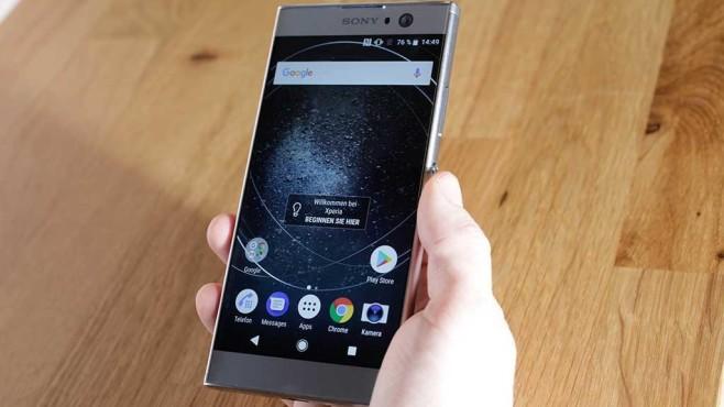 Sony Xperia XA2: Neue Mittelklasse im Praxis-Test Das Display des Xperia XA2 löst im scharfen Full HD bei 5,2 Zoll auf. Der seitliche Rand fällt erstaunlich schmal aus. So wirkt der Bildschirm nahezu randlos.©COMPUTER BILD