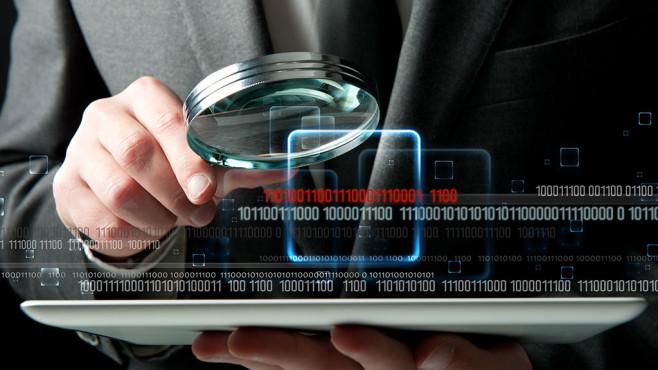 Viele Versicherungen haben ein Interesse an Ihren Online-Aktivitäten.©iStock.com/alphaspirit