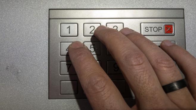 Windows 10 1607: Komplexe PIN-Codes erzwingen©Istockphoto.com, mueduer, PIN code input cash machine